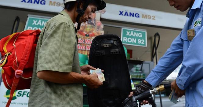 Doanh nghiệp đồng loạt tăng giá xăng, giảm giá dầu
