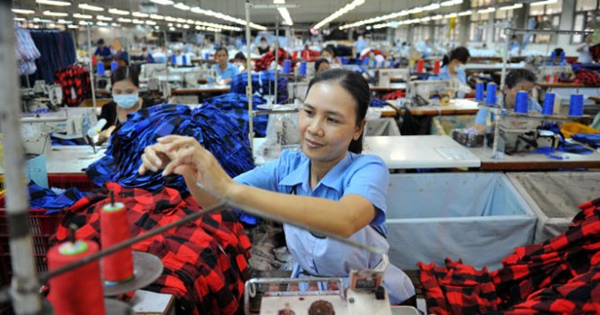 """Tăng lương tối thiểu 2016: Người lao động thờ ơ, chủ doanh nghiệp """"sốt vó""""!"""