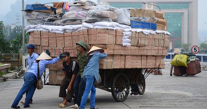 Biến động tỷ giá: Lo ngại hàng Trung Quốc giá rẻ ồ ạt vào Việt Nam