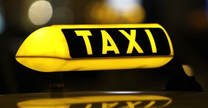 Cước taxi Việt Nam đắt đỏ xếp hạng đầu trong khu vực