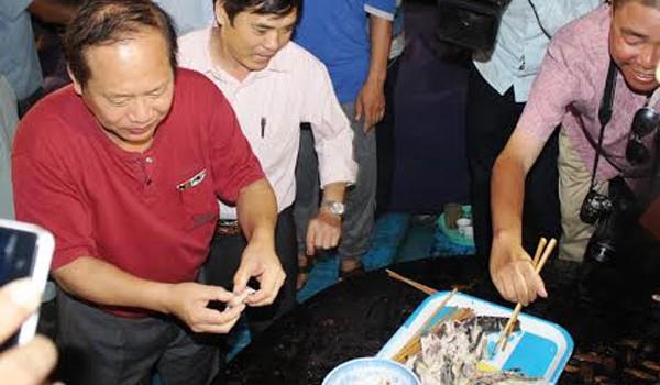 """Bộ trưởng Y tế: """"Hải sản tươi sống ở Hà Tĩnh, Quảng Bình đều an toàn"""""""