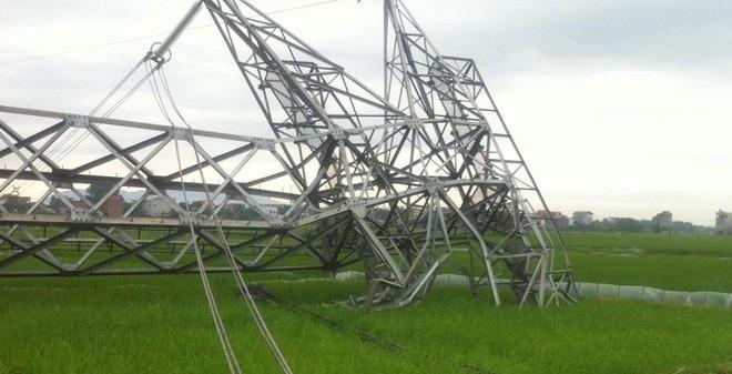 """Mưa làm cột điện đường dây 500KV gãy đổ: """"Đây là sự việc khác thường"""""""