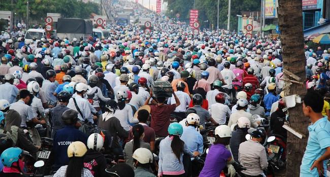 Cấm xe máy ở Hà Nội: Không phải sang Mỹ, học Trung Quốc là tốt nhất!