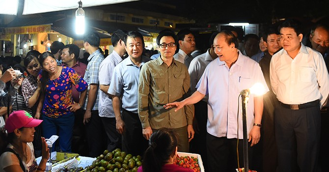 Thủ tướng bất ngờ thị sát chợ Long Biên lúc sáng sớm để làm gì?