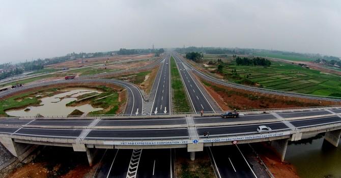 Vì sao chọn làm đường bộ cao tốc Bắc - Nam, thay vì đường sắt tốc độ cao?