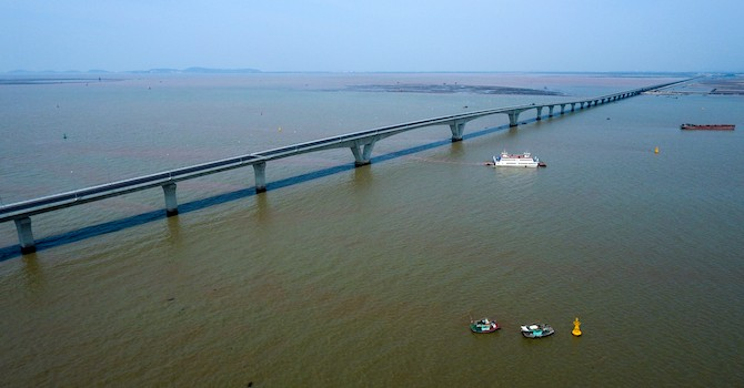 Bộ Giao thông nói gì về loạt sai sót ở cầu vượt biển dài nhất Việt Nam?