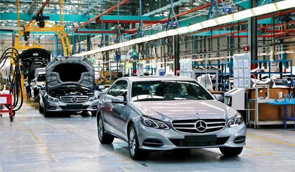 """Chỉ đạo nổi bật: Xem xét việc giảm thuế tiêu thụ đặc biệt đối với ô tô """"nội"""""""