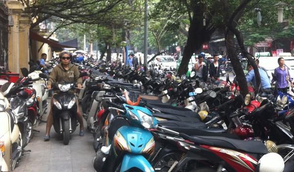 Hà Nội tăng phí sử dụng vỉa hè, lòng đường từ 1/1/2018