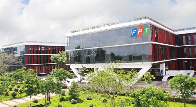 FPT lãi ròng 585 tỷ trong 4 tháng đầu năm
