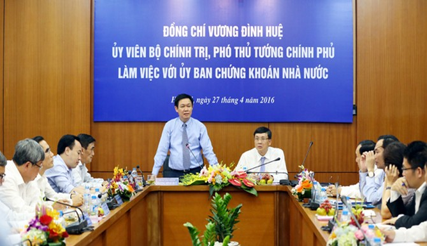 Phó Thủ tướng chỉ đạo phát triển thị trường chứng khoán thành kênh huy động vốn quan trọng