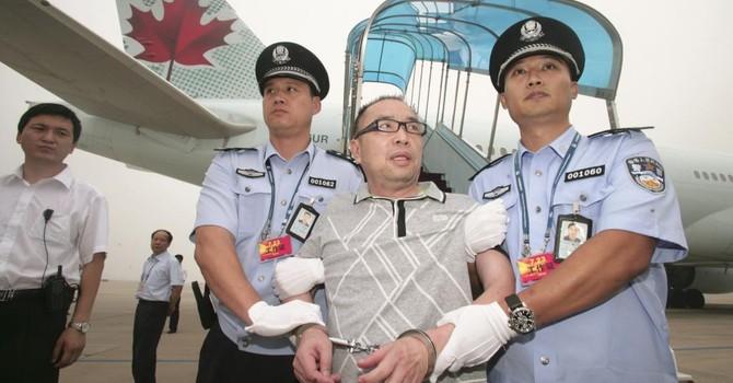 """Dân tham nhũng Trung Quốc tự nguyện hồi hương """"nộp mình"""""""