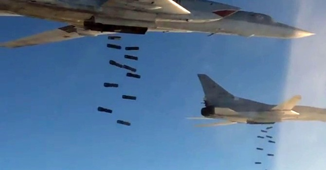Máy bay ném bom Tu-22M3 của Nga tấn công các mục tiêu của IS ở Syria