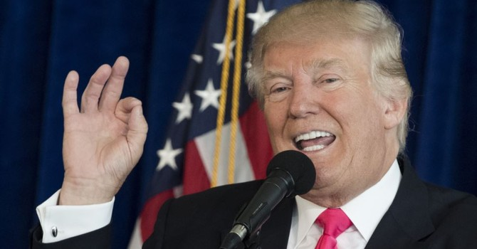 Ông Trump mời Nga xâm nhập máy vi tính của bà Clinton