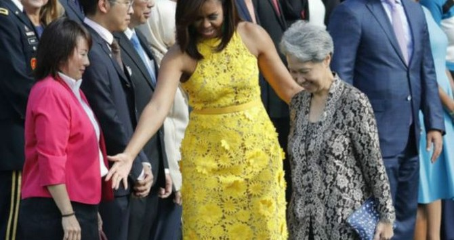 Chiếc ví 11 USD của phu nhân thủ tướng Singapore hút báo giới Mỹ