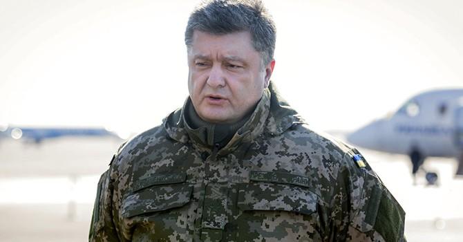 Ông Poroshenko lệnh cho quân đội ở biên giới Crimea và Donbass sẵn sàng chiến đấu