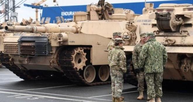 Xe tăng và quân Mỹ bắt đầu tới Ba Lan