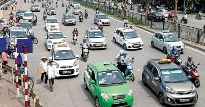 Doanh nghiệp taxi tại Hà Nội lo không được tự chủ