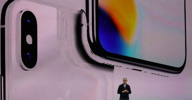 Với iPhone X, Tim Cook đã quên bài học từ Steve Jobs?