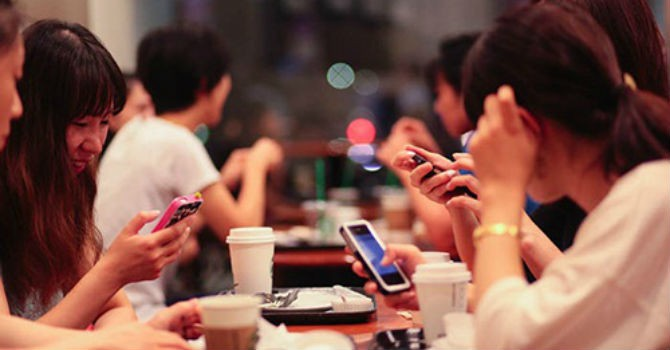 Chuyên gia báo động về tình trạng nghiện mạng xã hội của giới trẻ hiện nay