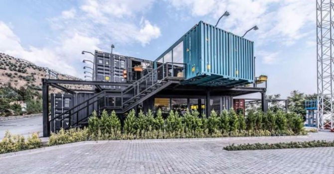 Choáng ngợp với trung tâm thư giãn làm từ container tái chế