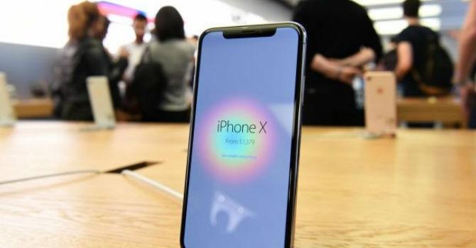 """""""Giá biến động theo giờ, buôn iPhone X như chơi chứng khoán"""""""