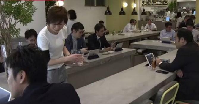 Kỳ lạ nhà hàng Nhật chê tiền mặt