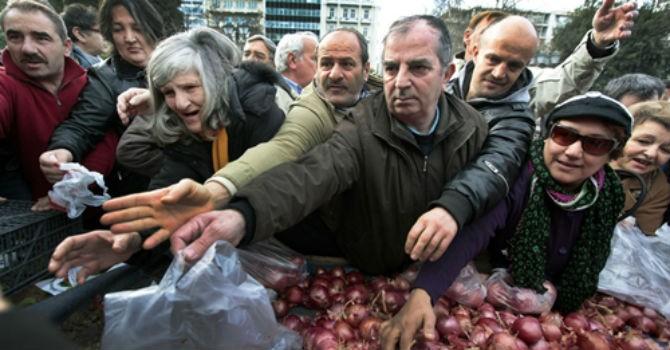Hy Lạp chia 1,2 tỷ USD cho người dân