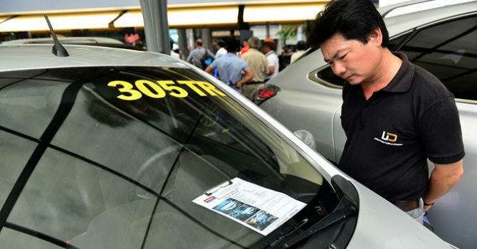 Nhiều khách Việt mặc cả khi mua ô tô