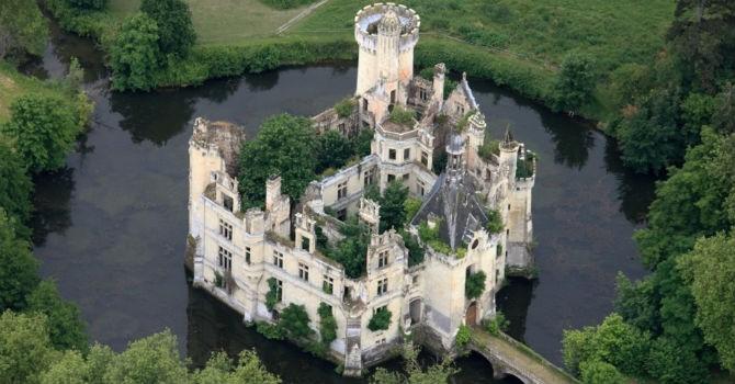 Hơn 8.000 người hùn tiền mua lâu đài cổ ở Pháp