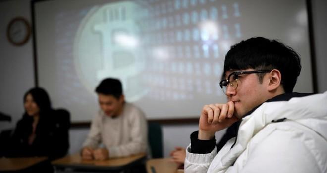 Bỏ dở tương lai, giới trẻ Hàn Quốc chìm đắm vào cơn sốt tiền ảo
