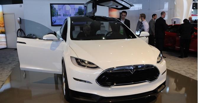 """Tesla lại lùi ngày """"tung ra"""" siêu xe Model X"""