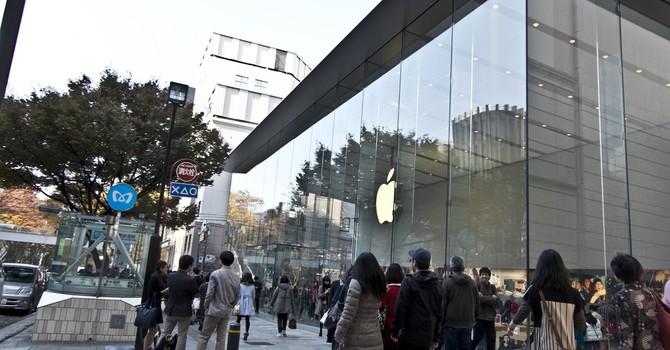 """Apple Store """"vắng khách"""" ngày phát hành Apple Watch"""