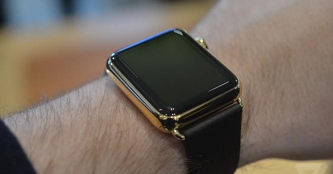 """Apple Watch bị chê """"đắt nhưng nhanh lỗi thời"""""""