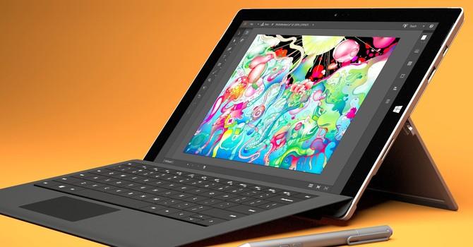 """Apple nhận định sản phẩm lai SurfaceBook """"không có tương lai"""""""