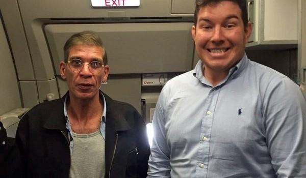 """""""Con tin"""" gây sốc khi """"tự sướng"""" cùng kẻ cướp máy bay Ai Cập"""