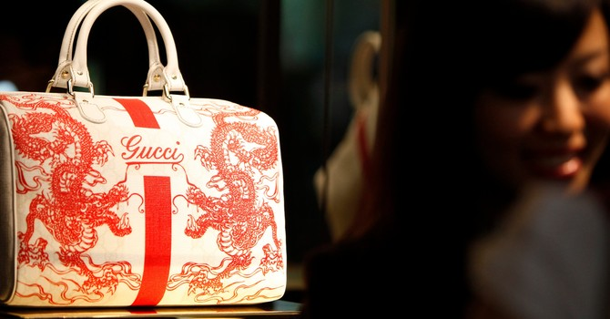 Nhà giàu Trung Quốc chi 7 tỷ USD/ năm để mua hàng hiệu nước ngoài