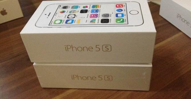 """iPhone 5S """"gây sốt"""" khi được bán dưới 3 triệu đồng"""
