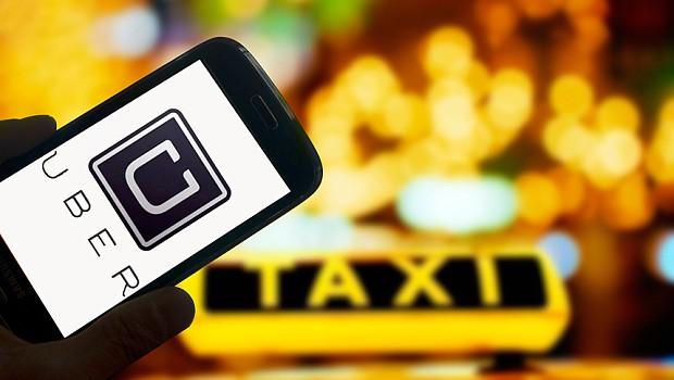 """""""Gắn mào taxi E"""" lên Uber, Grab gây tranh cãi"""