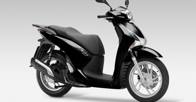 Vì đâu xe tay ga Honda chênh gần 10 triệu với giá đề xuất?