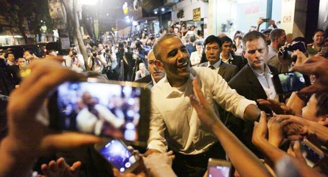 [Ảnh] Những cái bắt tay đầy thân thiện của Tổng thống Obama