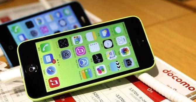 """Hàng xách tay """"ồ ạt"""", iPhone 5C giảm còn 1,5 triệu đồng"""