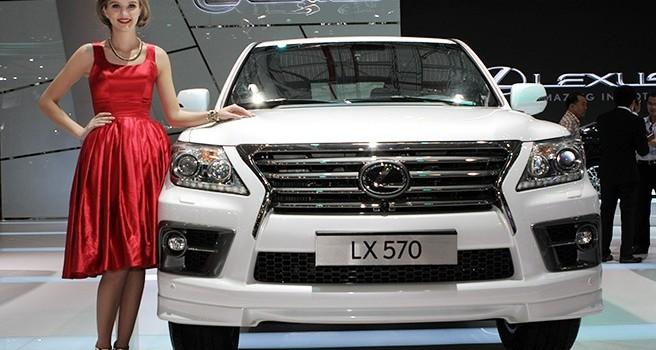 Áp thuế mới, doanh số xe sang Lexus giảm đến 90%