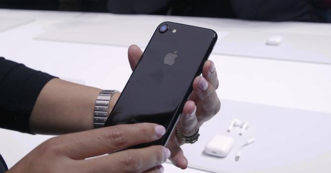 Hàng xách tay iPhone 7 được nhập từ đâu?