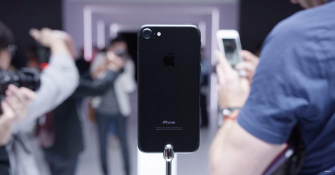 Sau FPT Shop, Thegioididong, Viettel, MobiFone cũng nhận đặt iPhone 7 từ 4/11