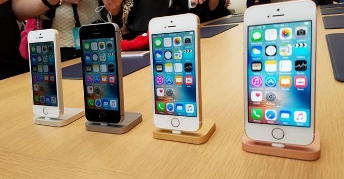 iPhone 7 bán tốt, iPhone SE tụt giá thêm 2 triệu đồng