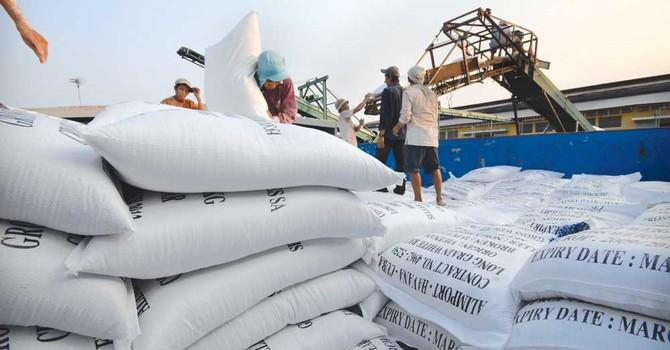 Xuất khẩu gạo giảm 40% về giá trị trong 2 tháng đầu năm 2017