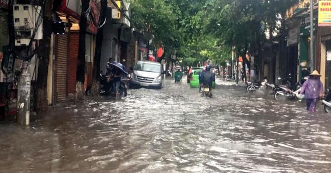 Hà Nội mưa lớn, đề phòng ngập lụt cục bộ