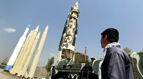 Tổng thống Iran thề tăng cường sức mạnh tên lửa