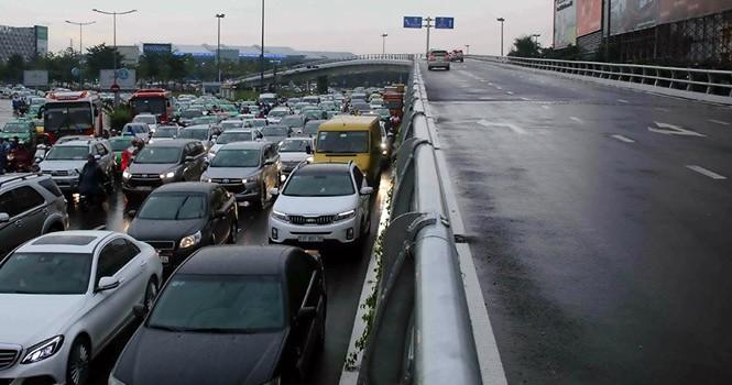 Cần xây đường chuyên dụng cho sân bay Tân Sơn Nhất