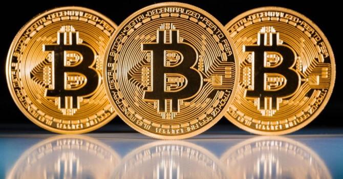 """Giá Bitcoin hôm nay 18/1: """"Đế chế"""" suy tàn, tiếp tục giảm sốc"""